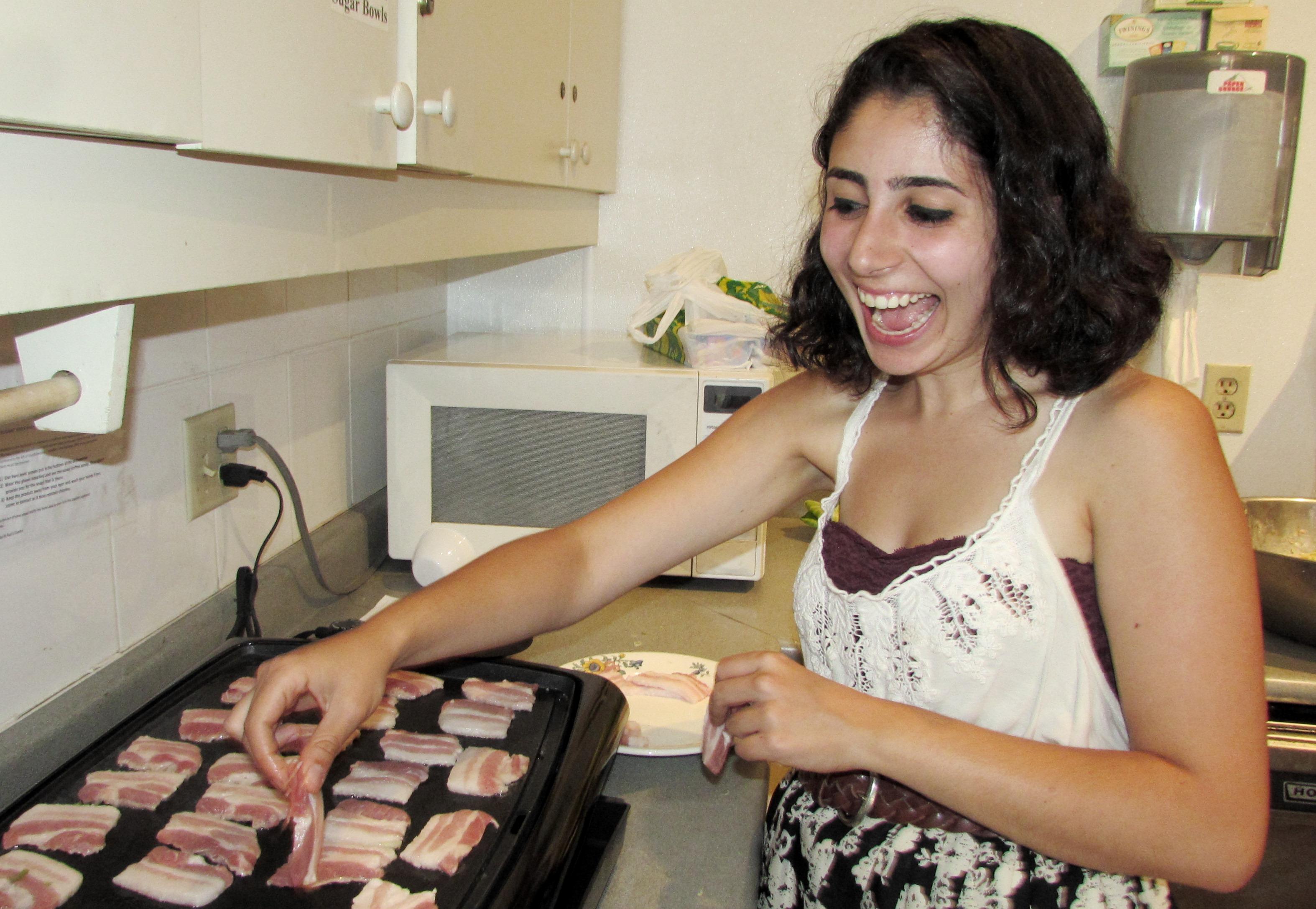 Cooking up the okonomiyaki bacon toppings
